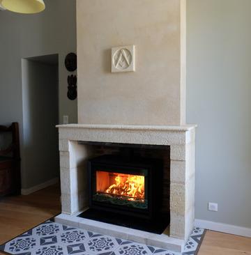 CHAUFFER JUSTE Contura 330 - Rénovation d'une cheminée ancienne avec un foyer insert bois à St Emilion