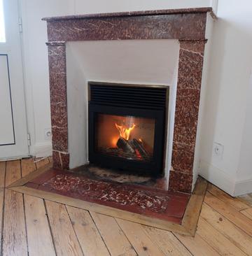 CHAUFFER JUSTE Contura i5 - Rénovation d'une ancienne cheminée avec poêle foyer insert bois dans une cheminée capucine à Libourne
