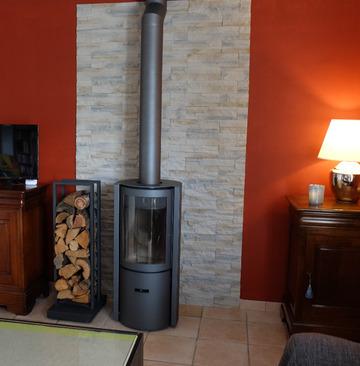 CHAUFFER JUSTE Stuv 30 compact - Installation et vente d'un poêle à bois en remplacement d'une cheminée existante à Izon